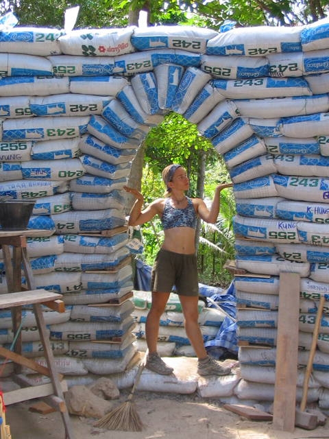 Earthbag dome workshop in Thailand, 2004